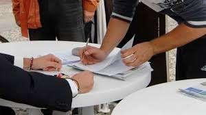 immagine raccolta firme per referendum