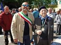 Mauro Betti insieme al sindaco Lippi alle celebrazioni per il 25 aprile (foto gentilmente concessa da Michele Falorni)